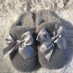 UGG Addison Women's Size 9 Gray Slippers with Bow